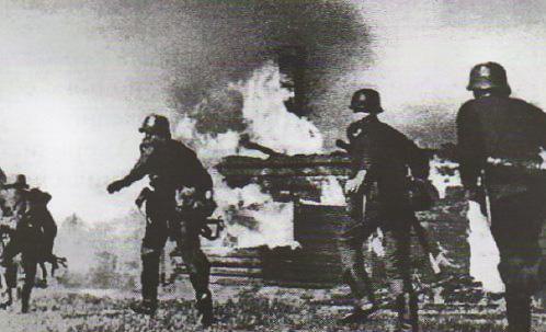 Начало Великой Отечественной войны июня года Новейшая  Немецкие солдаты на окраине Бреста 1941 г