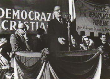 Италия после Второй мировой войны е годы Новейшая  А де Гаспери во время одного из своих выступлений