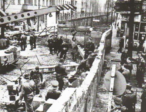 Берлинские кризисы и годов Новейшая история  Возведение Берлинской стены 1961 г